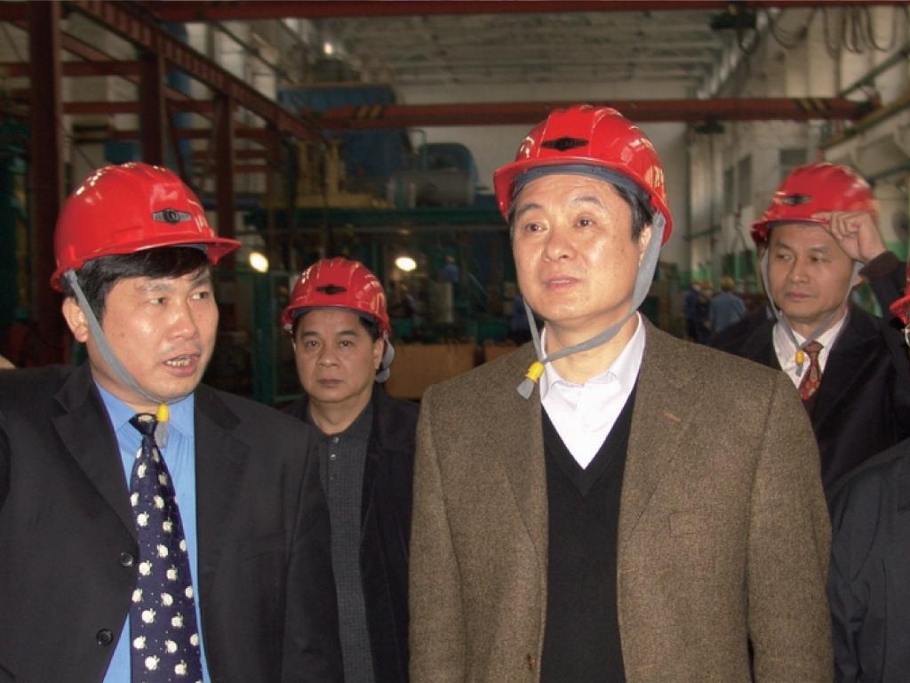 2006年3月3日,时任广西壮族自治区党委书记,现任十三届全国政协副主席刘奇葆(前排中)到玉柴调研。