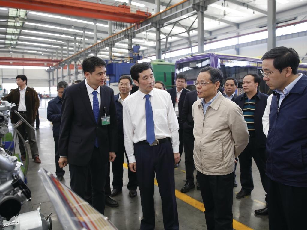 2018年4月9日,广西壮族自治区主席陈武(前排右二)到玉柴调研。